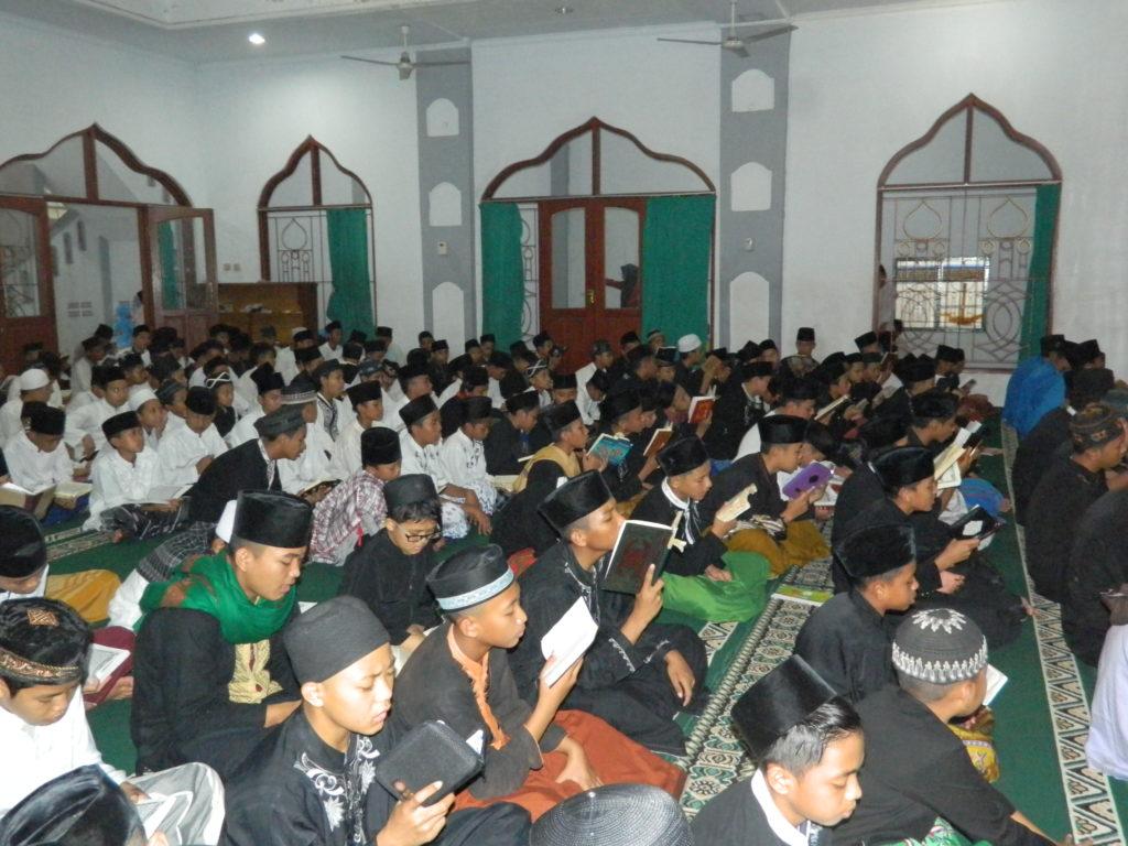 Kegiatan Membaca Al-Qur'an Ba'da Sholat Fardhu